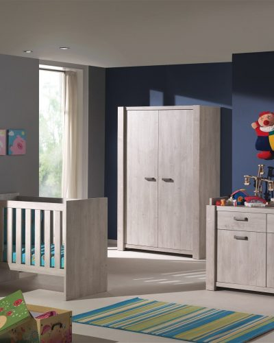 armoire-avec-2-portes-pour-chambre-bebe-coloris-chene-espagnol-1.jpg