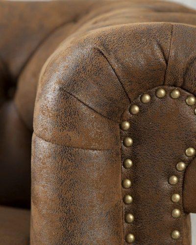fauteuil-chesterfield-en-look-antique-1.jpg