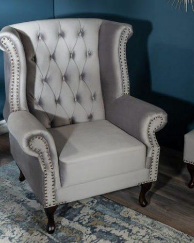 fauteuil-royal-design-baroque-coloris-gris-argente-capitonne.jpg