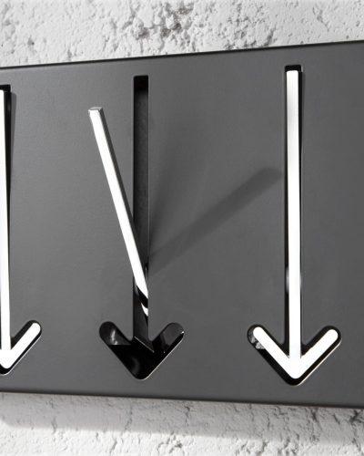 garde-robe-murale-noir-avec-3-fleches-en-chrome.jpg