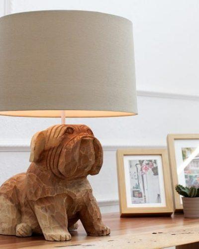 lampe-a-poser-design-de-chien-50-cm-en-bois-massif-coloris-blanc-et-naturel.jpg