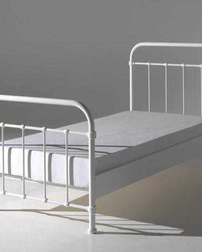 lit-90x200-cm-en-metal-pour-1-personne-coloris-blanc-1.jpg