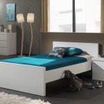 lit-blanc-laque-tres-moderne-pour-chambre-enfant.jpg