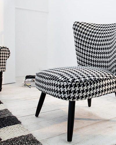 lot-de-2-fauteuils-moderne-en-polyester-coloris-noir-et-blanc.jpg