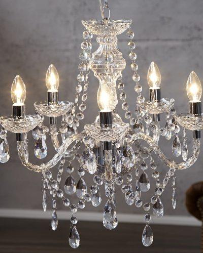 lustre-transparent-suspendue-avec-5-bougies.jpg