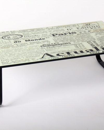 table-basse-original-journaux-en-verre-et-metal.jpg