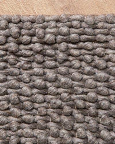 tapis-de-240x160cm-en-laine-coloris-taupe-1.jpg