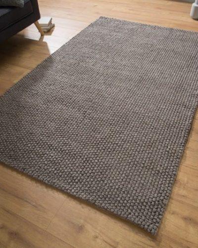 tapis-de-240x160cm-en-laine-coloris-taupe.jpg